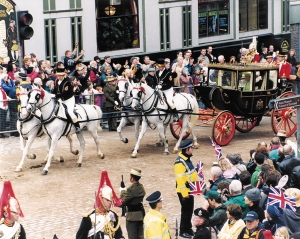The Queen's carriage passing Deacon Brodies on the Royal Mile